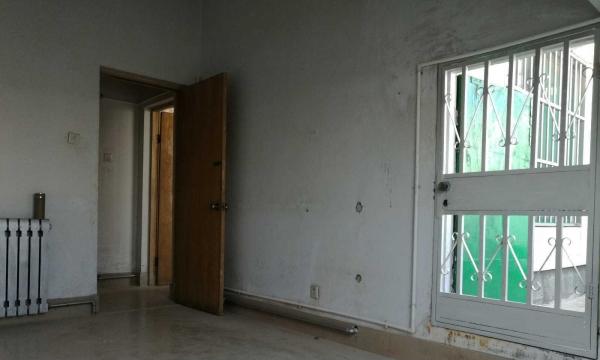 湖滨花园沿街 1室1厅 40平米 简单装修 押一付三