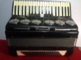 转让120贝司三排簧大盖鹦鹉牌手风琴