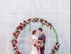 结婚还是红色喜庆,但怎样才能免俗呢?