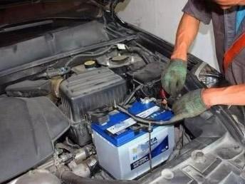浦东机场修车搭电换电瓶