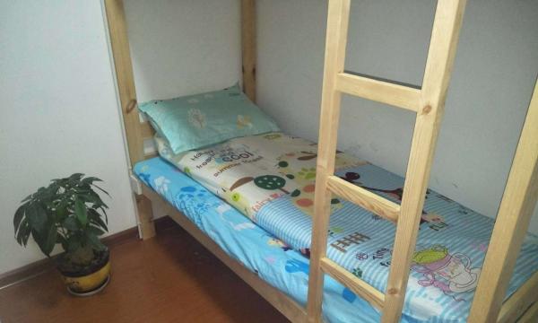 南宁时尚青年旅舍万象城附近床位出租700块包月也可以短租