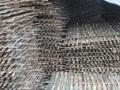 毛竹片,安全网,竹梯。搭设毛竹脚手架