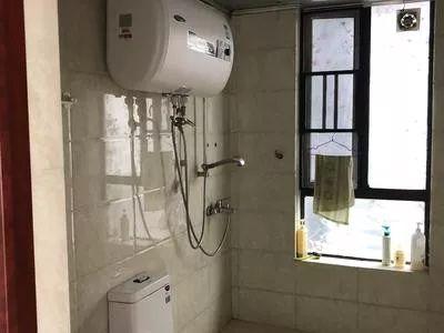 前排一线江景舒适四房精装修出租,2800元即可入住 真实房源