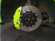 英菲尼迪FX35刹车改装升级AP8520大六活塞刹车卡钳套装