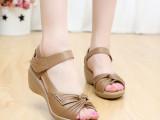 红蜻蜓女凉鞋正品真皮坡跟中老年大码妈妈鞋中跟凉鞋