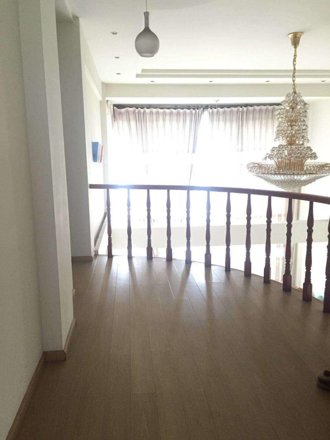 江岸山景 120万 4室2厅2卫 精装修好房不要错过