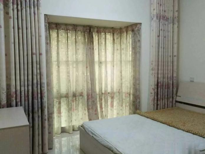 大社区,生活交通方便,同和华彩美地D区 2500元 3室