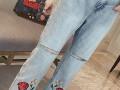 哪里新款地摊货厂家直销5元牛仔裤批发市场韩版刺绣宽松小脚裤