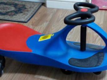 搬家 腾地方只好转让宝宝玩的带音乐 扭扭车