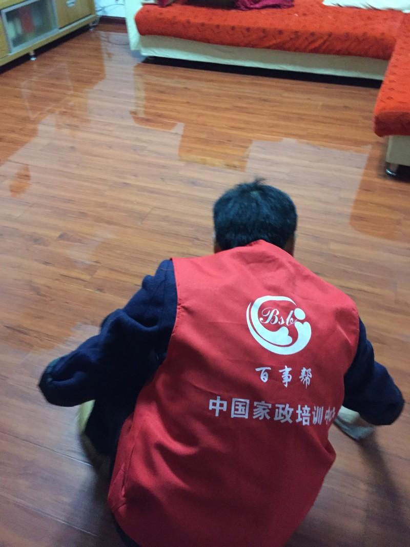 西宁保洁必威教你快速清洁地板