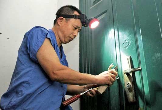 苏州园区开换锁 青剑湖跨塘附近开锁 开汽车锁保险柜配汽车钥匙