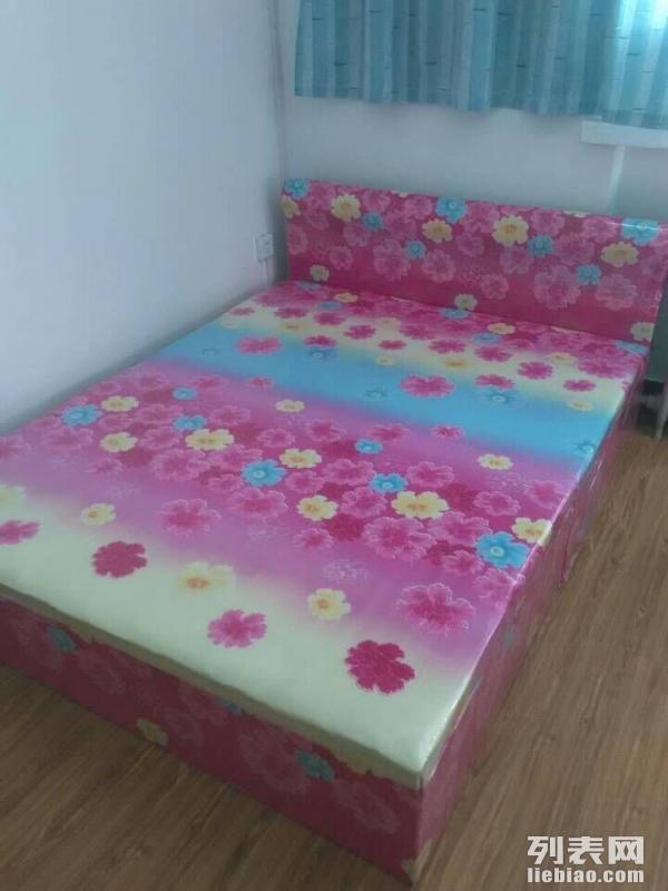 乌鲁木齐出售床等各种租房用家具家电,另有大面包车可货运搬家