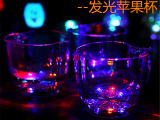 倒水就亮 LED七彩发光苹果杯子感应闪光