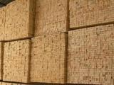厂家直销精细上好装饰吊顶木龙骨隔墙木方骨架批发