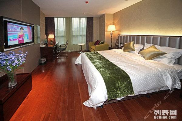 金茂精装酒店公寓3小时50元过夜100元全天150