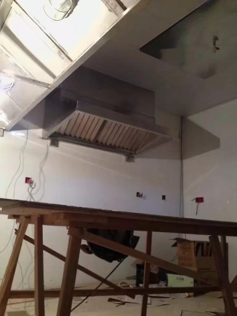 贵州贵阳制作安装通风.排烟管道,不锈钢油烟罩.烟管,