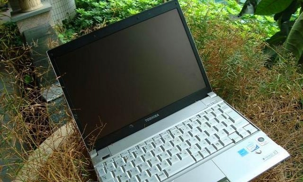 纯进口东芝酷睿双核笔记本电脑2g内存,80G硬盘