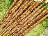 地摊美食有多好吃 鸡翅包饭 烤豆皮 小肉串