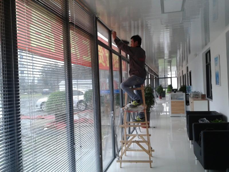 上海金山区窗帘定做枫泾柘林朱泾公司办公室遮阳卷帘铝百叶窗定做