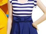 连体泳衣保守学生游泳衣蓝白条图案