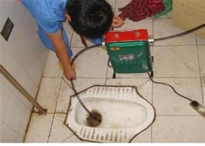 职工新村治理卫生间下水道马桶地漏有异味专业除臭水钻打眼打孔