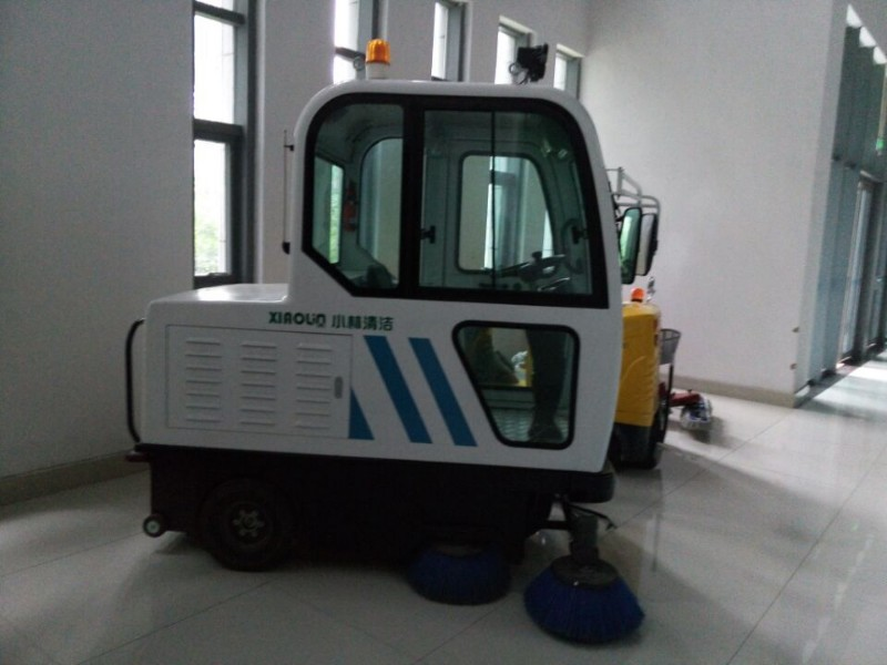 XLS-1900 驾驶式扫地机