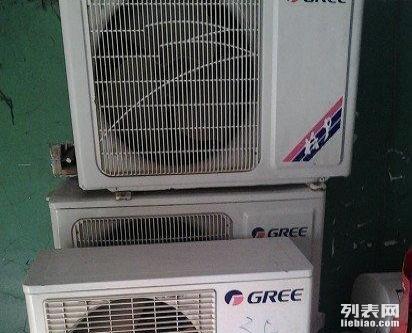 温馨提示:工商局正规注册:销售空调:专业维修1:空调运行停止后,立即再运行时,机组也会约3分钟后才运行,这是机组3分钟延时定时器在起作用,用以保护压缩机。2:运行开始后,运行中及停止后,有时会出现类似流水声,这是空调器内部制冷剂流动的声音,不是故障。3:运行开始时及停止后,会出现小的声音,这是空调器内部开关动作声音或由于温度变化的作用,各部件膨胀,收缩时产生的声音。4:在制热时,室内风扇突然出现短时间停止(不超过4分钟),这时空调器在自动除去室外换热器上积霜。5:在制冷时吹出雾气,这是由于空气中的水蒸气被
