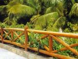 西藏拉薩混凝土仿木紋護欄廠家,水泥仿木欄桿多少錢