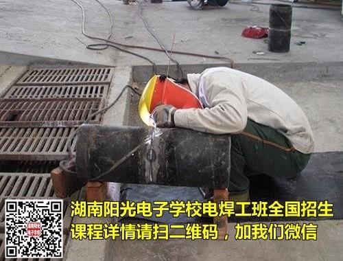 博尔塔拉电焊培训学校告诉你学电焊多少钱