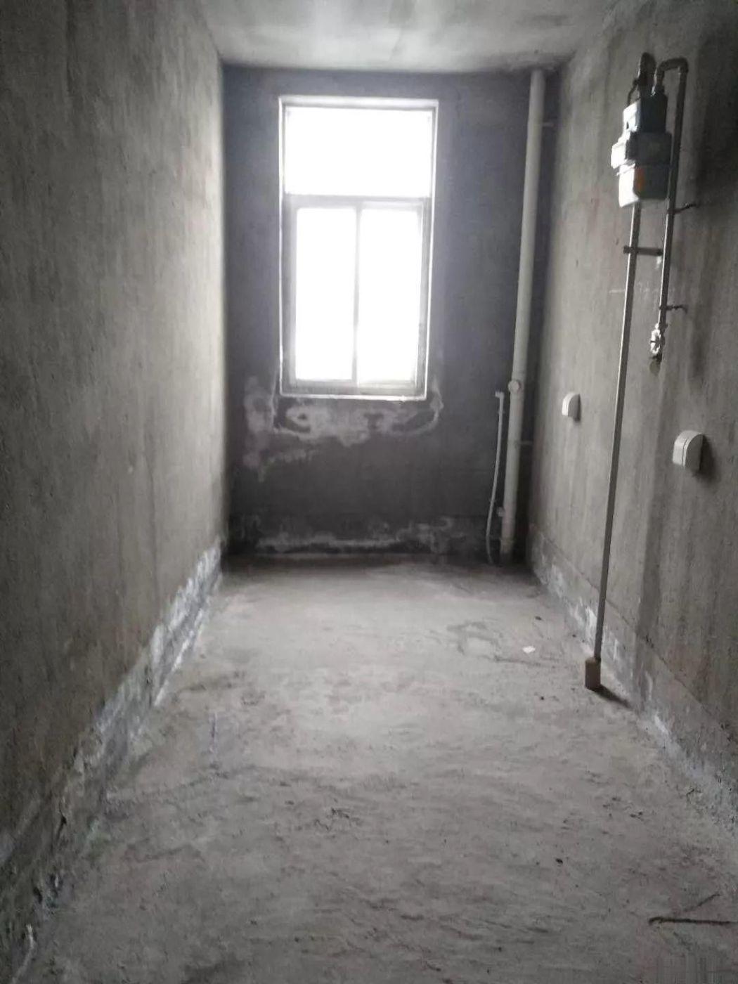 世纪大道(安谷苑)三室毛坯 送地下室