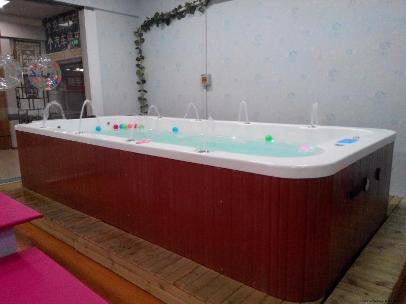 郑州婴幼儿游泳池设备对于婴儿游泳新解