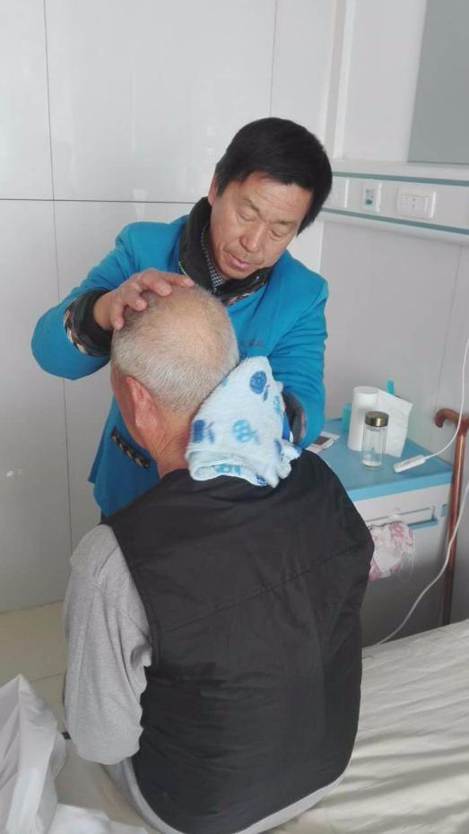 陕西孝行天家政护工服务有限公司提供专业的男女护工