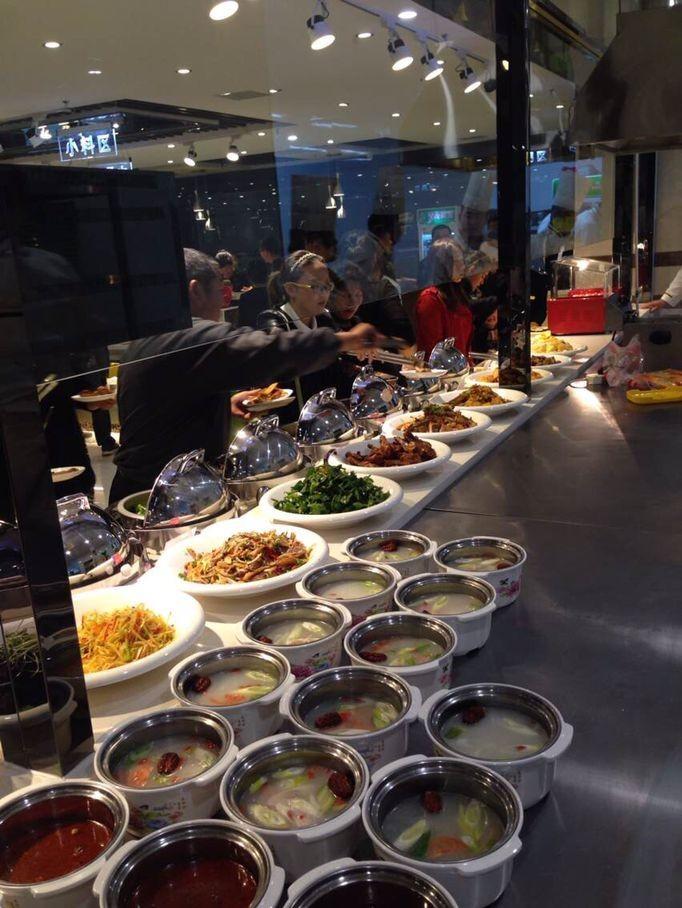 美好的韩国冷面烤肉师傅,韩国自助餐料理韩式料理店厨师