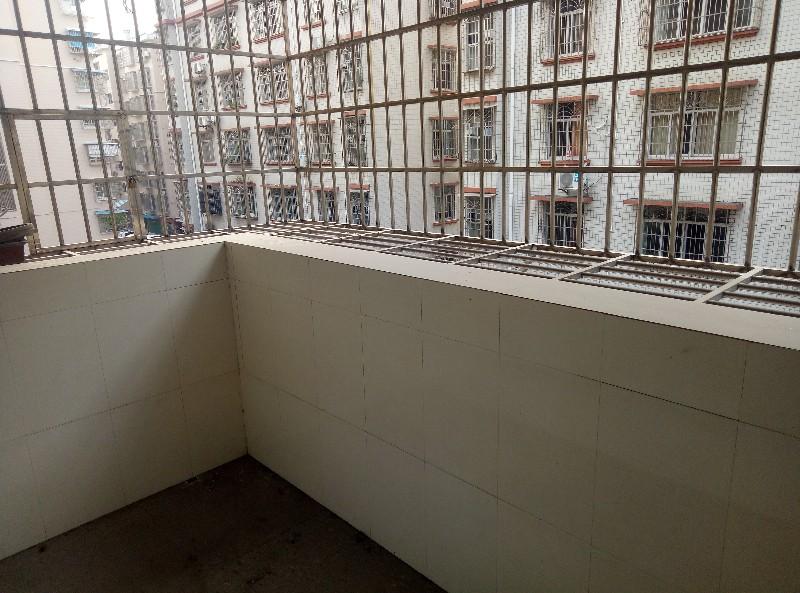 华锡小区135平简装4房 55万便宜出售 送柴房