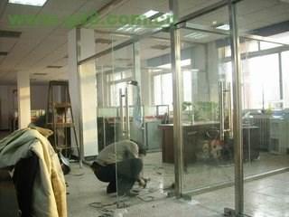 中关村安装玻璃门地弹簧安装维修玻璃门