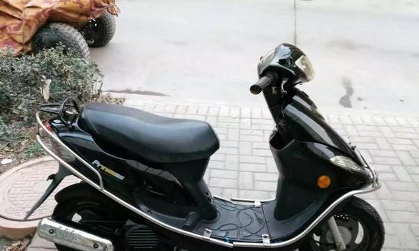出售极品春风水冷四冲程50踏板一辆 本田发动机 淄博摩托车 淄博列表网图片