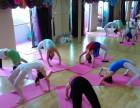 广州瑜伽专业培训,瑜伽不用执着,安心沉浸里面就好