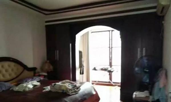 新物价局4室2厅2卫154 8套房出售