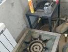 蒸笼20个,燃气灶一大一小,铁锅两个,大小为一个是