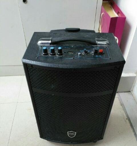 现代无线蓝牙户外音箱,拉杆音箱,大音箱,户外音箱