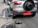 连云港高速上换备胎的师傅,快速拖车
