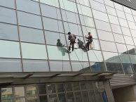 北京蜘蛛人 高空安装 外墙打胶 幕墙换玻璃 吊绳擦玻璃