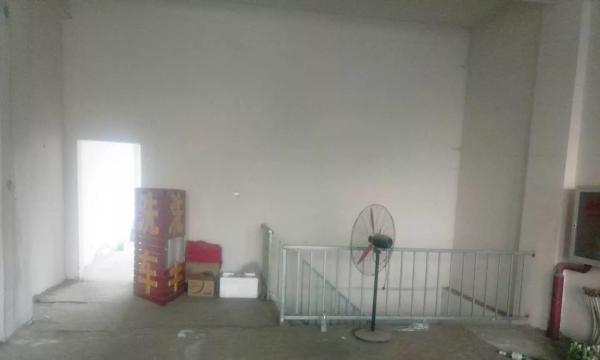 门脸房二楼整组 一楼租下来自己用了 二楼显着出租 看房方便