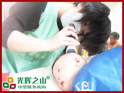 为宝宝理好发,除了专业技术,更要有爱心