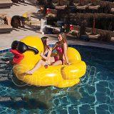 厂家定做游泳圈大黄鸭水上充气坐骑超大浮床泳圈 成人充气游泳船