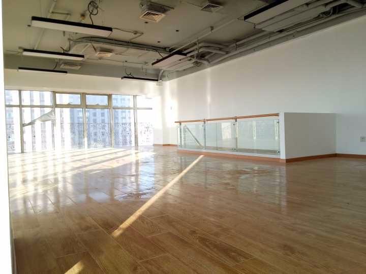 出租海淀五道口写字楼157.1 ,双层配套办公室会议室