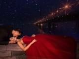 很多人都不知道夜景街拍美炸天,晚上拍婚纱照其实更出彩