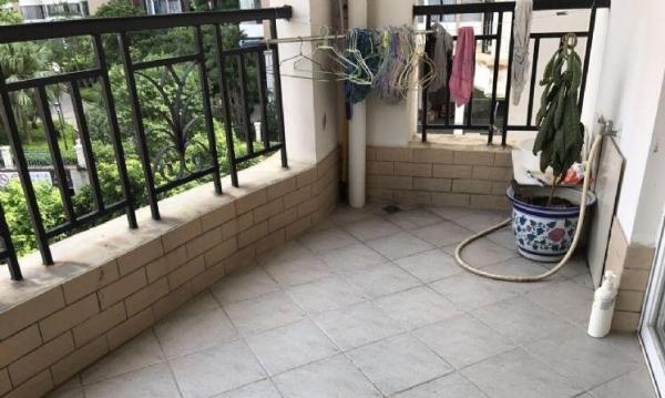 紫薇花园 精装2居室 家私电器齐全 1800租金 拎包入住