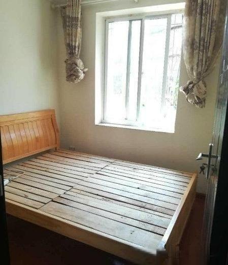 日新小区精装4室 装修清爽 拎包入住2400/月看房随时