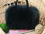 2014秋冬新款斜跨可爱毛毛女包精巧实用长毛皮草手提斜挎小包